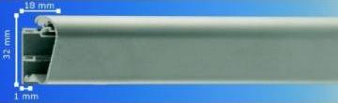 Profil aluminiu click de 32 mm la exterior de la Frameart Decor Srl.