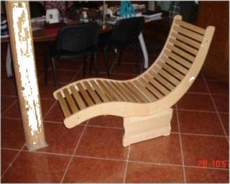 Sezlong din lemn masiv de la Sc Unilemn D&G Srl