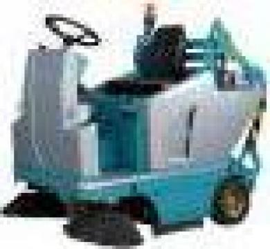 Masina care aspira si matura Dura 109 E de la Tehnic Clean System