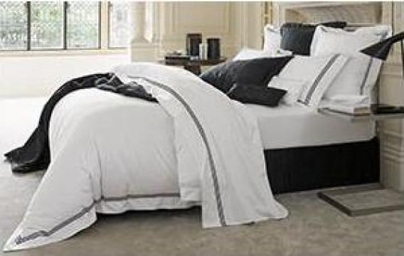 Lenjerie pat alb cu negru de la Johnny Srl.
