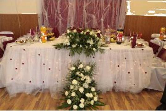 Huse scaune si decoratiuni pentru nunti de la Wedding Revolution