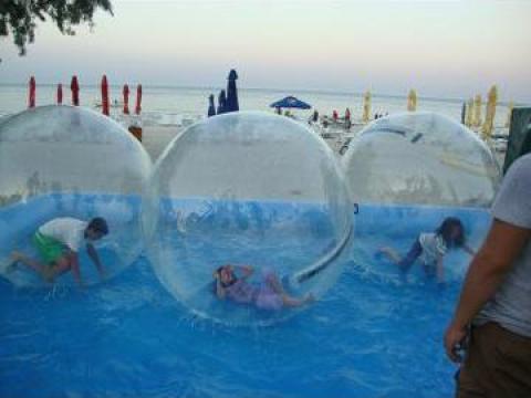 Afacere la cheie: piscina 50 m2 + 4 bile de mers pe apa de la Waterboyz