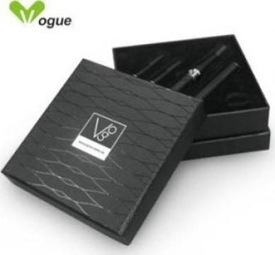 Tigara electronica Vogue de la The Runway Group