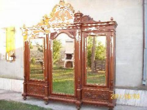 Dulap vechi din lemn masiv de la Vinuri.trei.ro