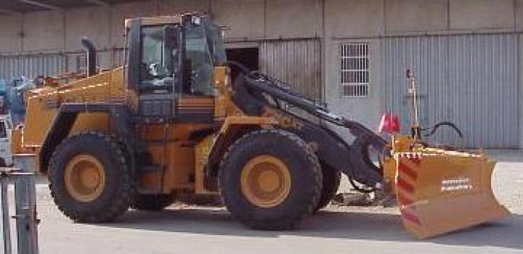 Lama zapada buldoexcavator de la Utilaje Constructii Intercom Srl