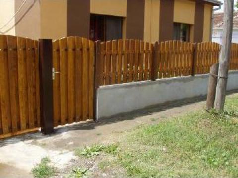 Gard din  lemn brad pe soclu de beton