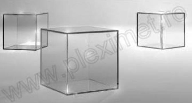 Piedestal cub din plexiglas SPP 8.11 de la Sc Plexi-Met Srl