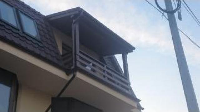 Balustrada exterioara din lemn de la Leontech Electric Srl