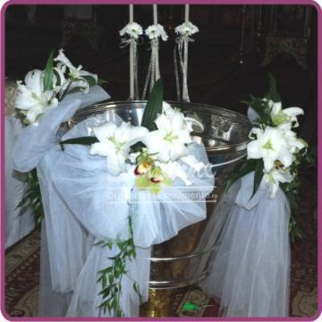 Decor cristelnita botez cu crin alb si orhidee cymbidium