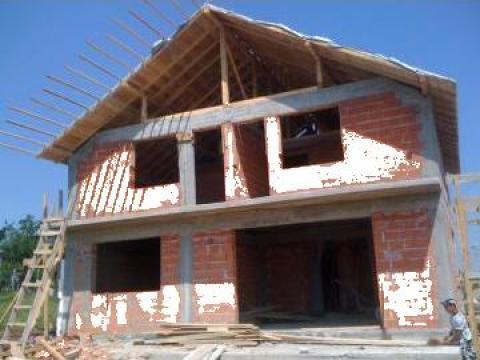 Constructii de case, case de lemn, vile, blocuri la cheie