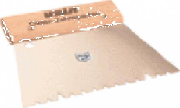 Spaclu cu dinti pentru pardoseli solide de la Alveco Montaj Srl