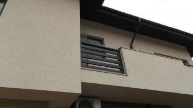 Balustrada exterior din lemn de brad de la Venbocons Srl