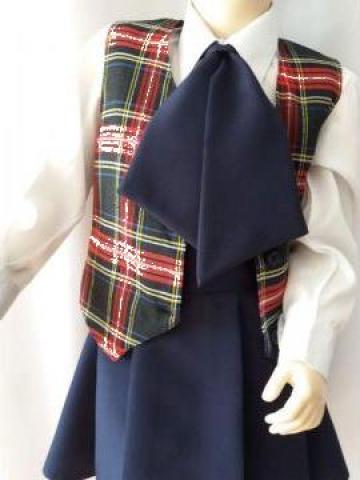 Uniforme scolare - fusta si cravata uni si vesta in carouri de la Costume De Serbare Pompilia Silaescu