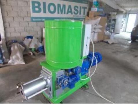 Masina de brichetat paie sau rumegus de la Biomasit SRL