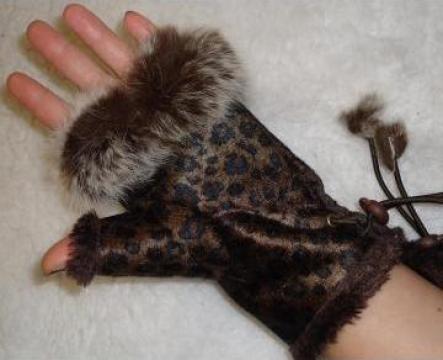 Manusi fara degete dama, animal print, blana, ciucuri iarna de la Cieaura