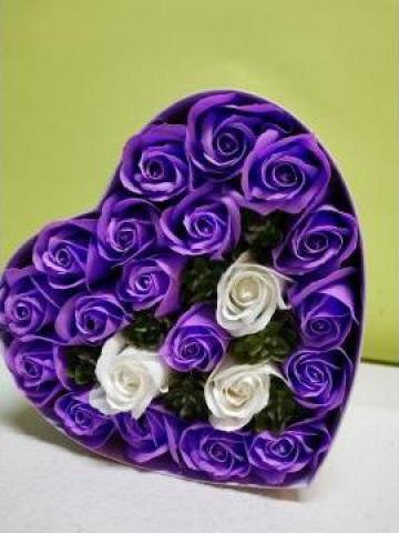 Cadou Cutie inima 21 de trandafiri 0094 de la Floraria Stil