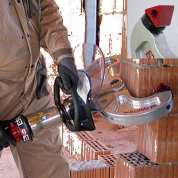 Demolator hidraulic portabil pentru caramida 330 DE T6 de la Proma Machinery Srl.