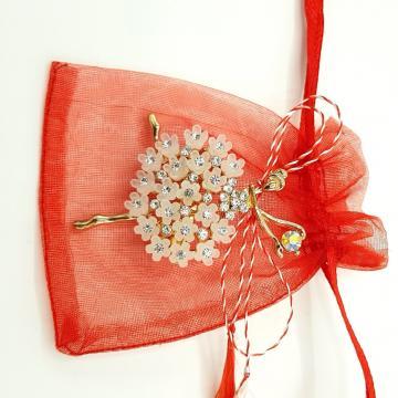 Martisor brosa Balerina cu flori in saculet ABGL26-AY07 de la Eos Srl (www.martisoare-shop.ro)