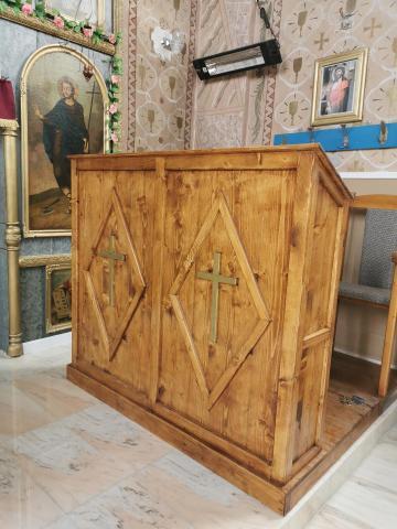 Scaune si strane pentru biserici din lemn masiv de la Menco-prod Srl