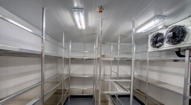 Instalatii frigorifice pentru carmangerie si abator de la Sc Frigotehnics Serv Com Srl