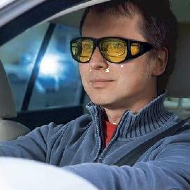 Ochelari speciali de condus pe timp de noapte